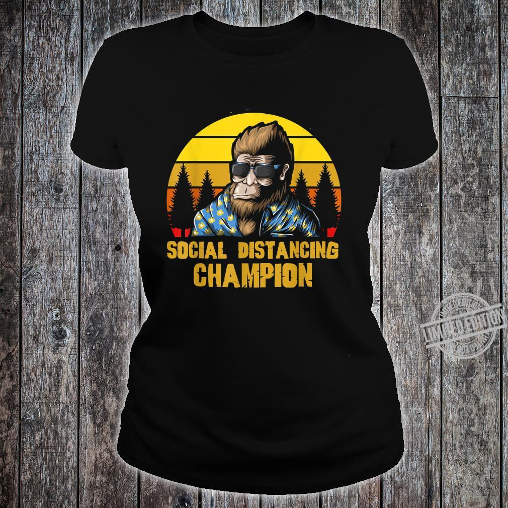 Social Distancing Champion Lustiger Retro Vintage Bigfoot Shirt ladies tee