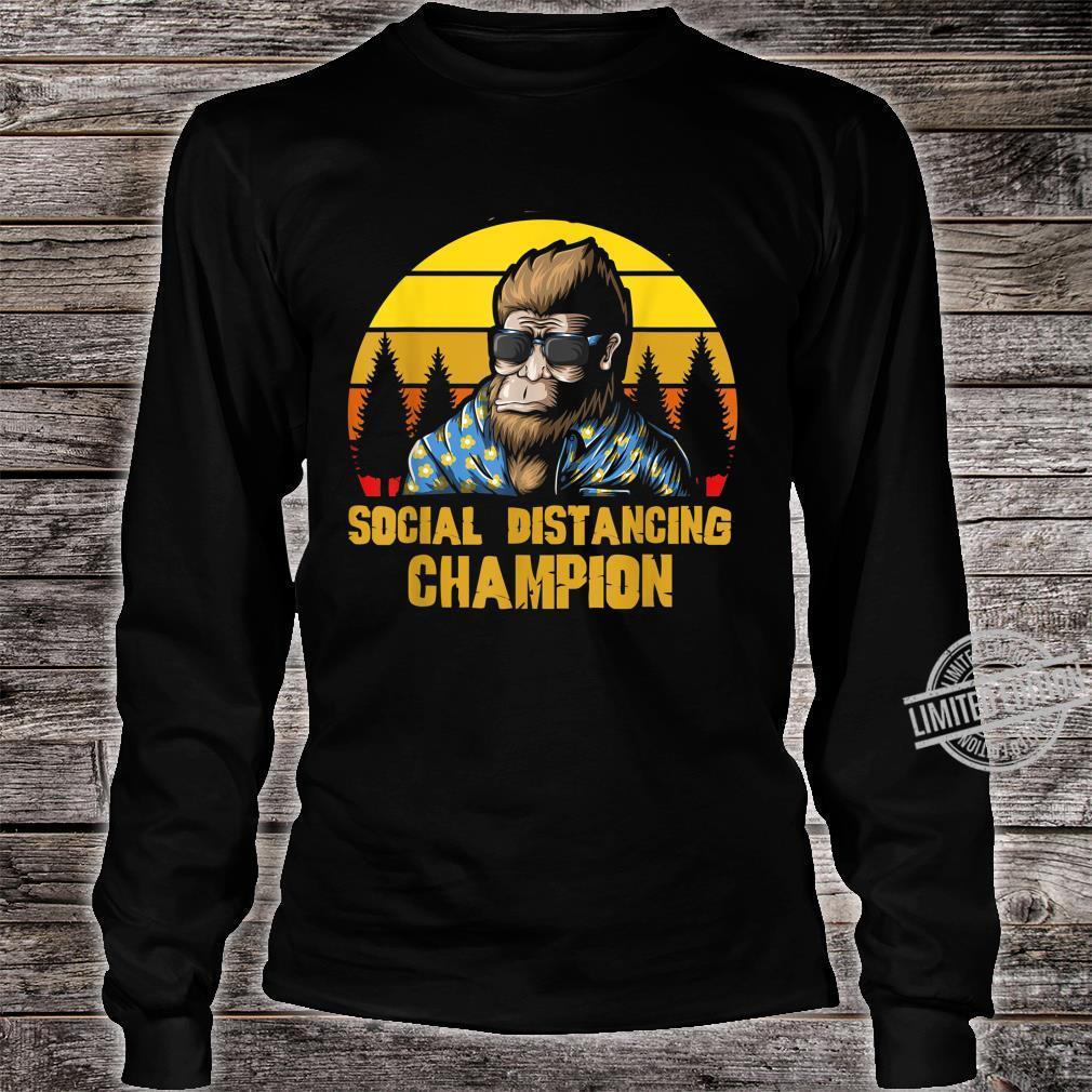 Social Distancing Champion Lustiger Retro Vintage Bigfoot Shirt long sleeved
